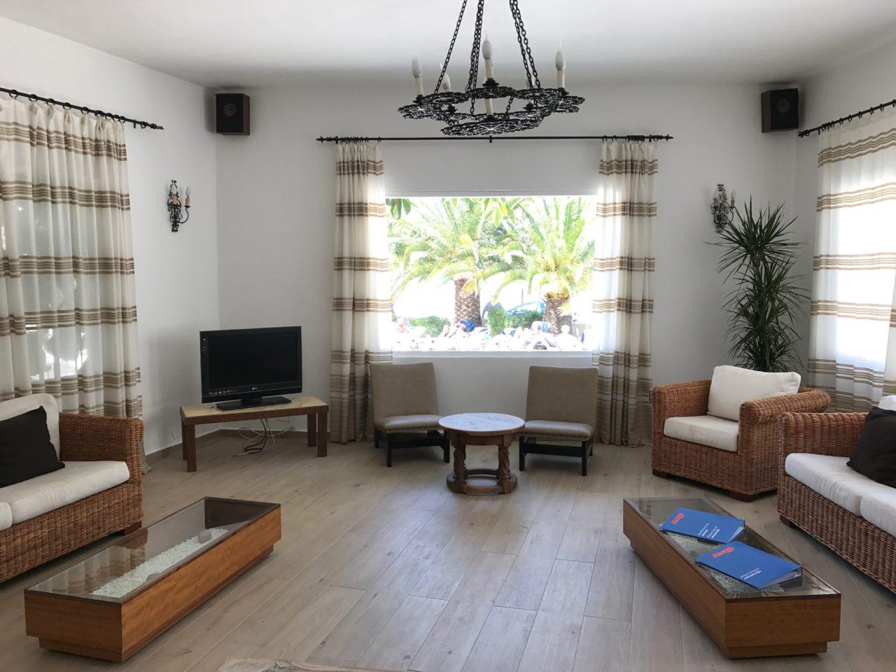 Hotel Lobby Lounge Living Room Windows